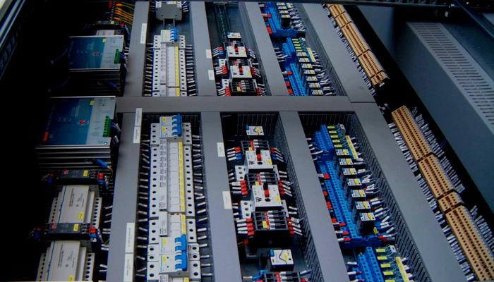 Schemi Elettrici Gruppi Elettrogeni : Quadri elettrici di comando